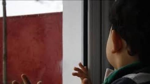 3-летний ребенок выпал при странных обстоятельствах из окна высотки в Караганде