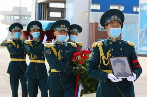 Военные передали останки участника ВОВ родным