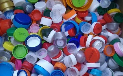 В Караганде запустили проект по сбору пластиковых крышек