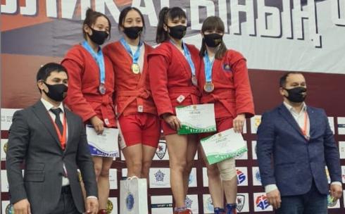 Чемпионат Казахстана по боевому и спортивному самбо принес карагандинским спортсменам 11 медалей