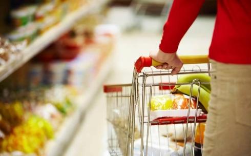 У карагандинки потребовали удостоверение личности при оплате покупки в супермаркете