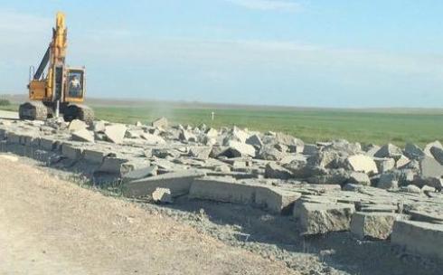 Из-за некачественного бетона разобрали участок нового автобана Астана - Караганда