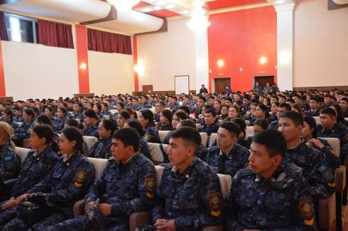 Про героизм погибшего полицейского рассказали курсантам в Карагандинской области