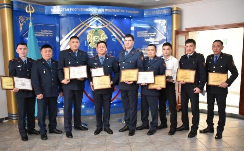В Караганде наградили отличившихся на службе полицейских