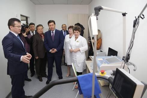 Ерлан Кошанов ознакомился с ходом ремонтных работ в поликлинике Шахтинска