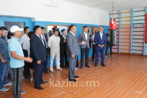 Содействие в создании спортобъектов в Каркаралинске обещает депутат Серик Сапиев