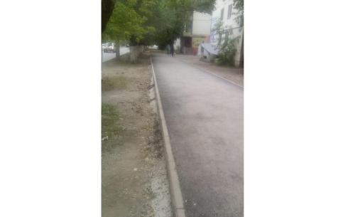 В Караганде строящийся тротуар на улице Алиханова сделали высоким  из-за отсутствия ливневой канализации