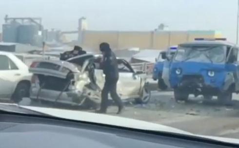 В ДТП на путепроводе Караганды один водитель погиб, второй госпитализирован с травмами