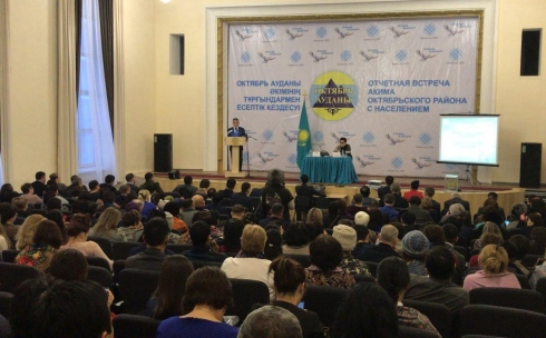 Аким Октябрьского района провёл отчётную встречу перед населением