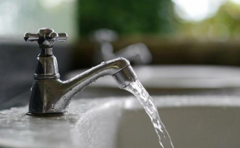 Карагандинцы вновь жалуются на неприятный запах горячей воды