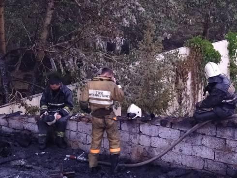 В Караганде горел одноэтажный дом