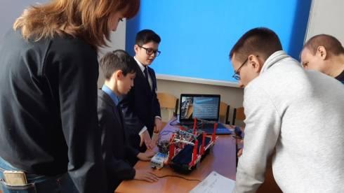 Робота-экскурсовода создали школьники Темиртау