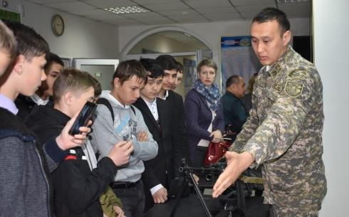 В Караганде школьники побывали на военной кафедре КарГТУ