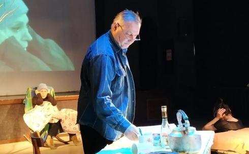 В Темиртауском театре для детей и юношества ставят спектакль «Просто удивительная дура»