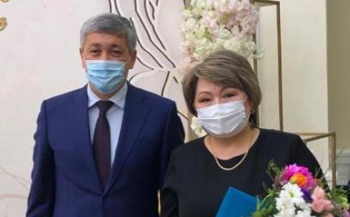 Аким Караганды поздравил женщин с 8 марта