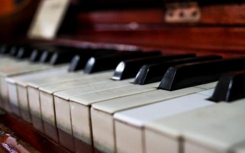 Карагандинцев приглашают на концерт двух пианистов