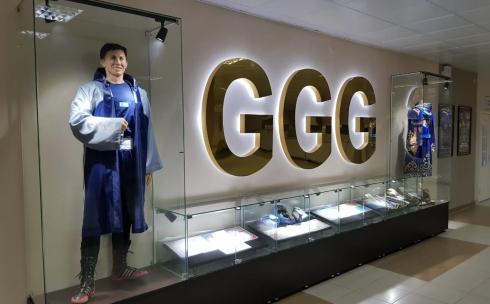 Астанчанин подарил карагандинскому ФОКу статую Геннадия Головкина