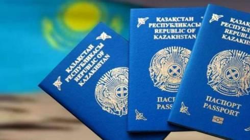 В Казахстане отменят вклеивание фотографий детей в паспорта родителей