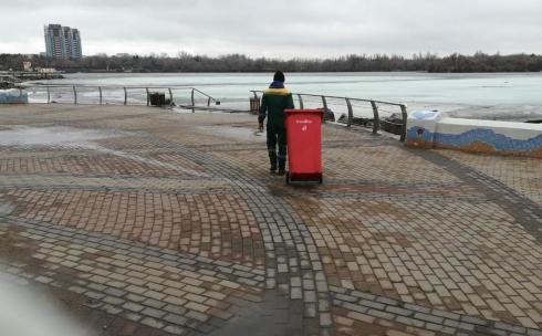 Из Центрального парка Караганды ежедневно вывозят до 8 кубометров мусора