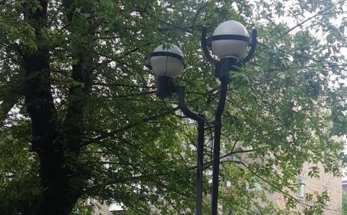 В скверах Караганды восстанавливают светильники