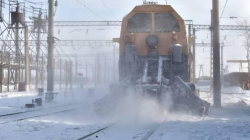 Железную дорогу от снега расчищают 1500 работников - КТЖ