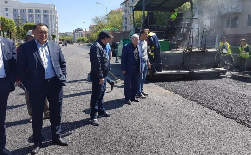 Депутаты Карагандинского городского маслихата осуществили комиссионный выезд на ремонтируемые дороги и дали администратору программы ряд рекомендаций
