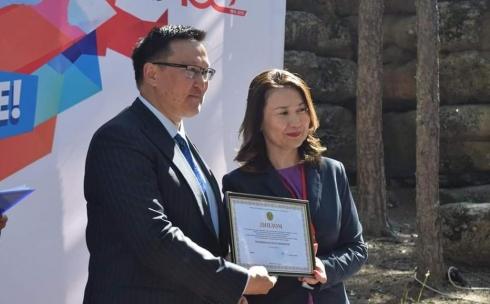 Госслужащего из Караганды наградили на республиканском форуме