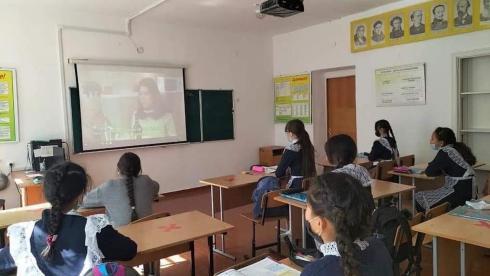 Сельским школьникам преподают английский язык карагандинские волонтёры