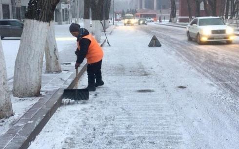 Дороги Караганды чистят от снега