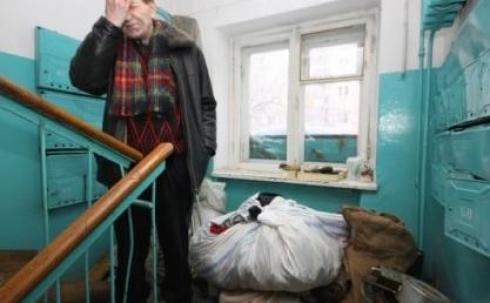 В Караганде пенсионеров выселяют из квартиры