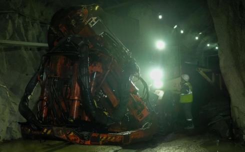Эффективно и безопасно: парк техники рудника «Нурказган» пополнился новой буровой установкой