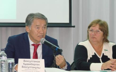 Карагандинских депутатов просят помочь решить проблему освещения