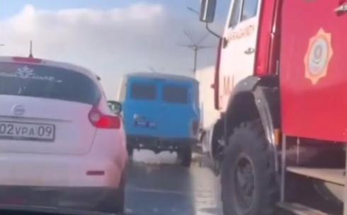 В Караганде одного из пострадавших в ДТП на проспекте Республики удалось достать из автомобиля только с помощью спасателей