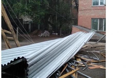 Сколько домов остаётся без света после урагана в Караганде