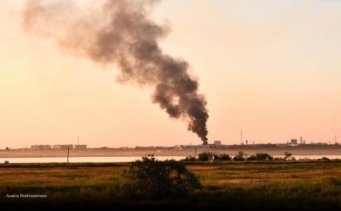 В Караганде горел мусороперерабатывающий завод
