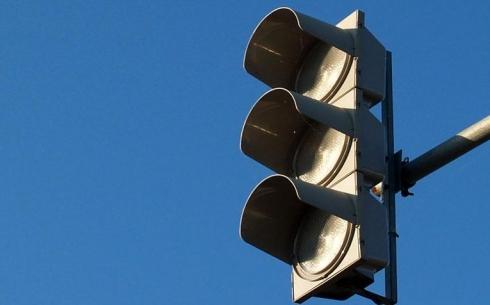 Из-за аварии на высоковольтной линии в Караганде не работают 7 светофорных объектов