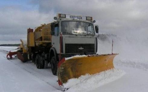 В Карагандинской области не хватает техники для очистки дорог от снега