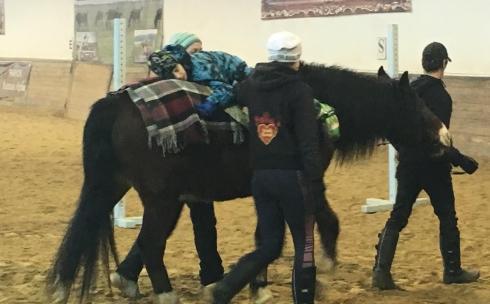Карагандинский конный клуб поможет в реабилитации детям с ДЦП и аутизмом