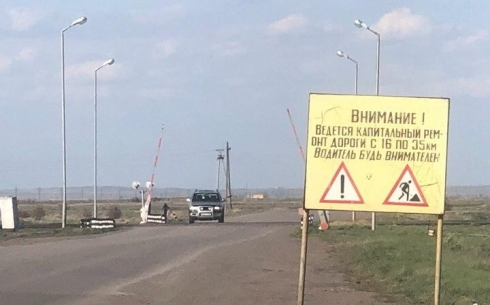 Некачественный битум, используемый при ремонте дороги Караганда-Шахтинск, повредил автомобиль карагандинца