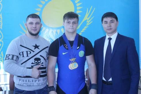 В Караганде прошла открытая тренировка с участием чемпиона мира среди юношей Артема Антропова