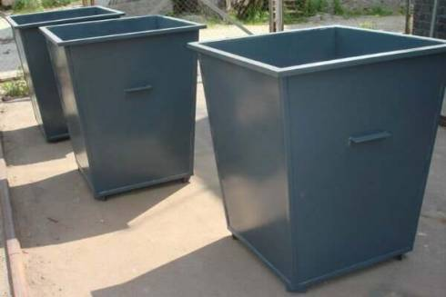 Пьяные мужчины пытались похитить мусорный контейнер в Караганде