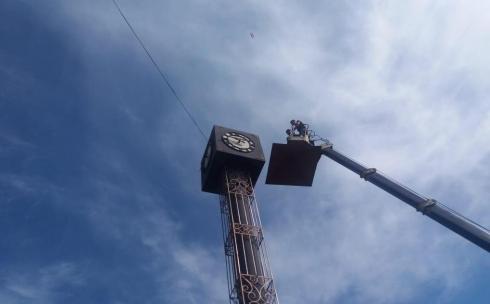 В Караганде отремонтировали башню с часами на улице Гоголя