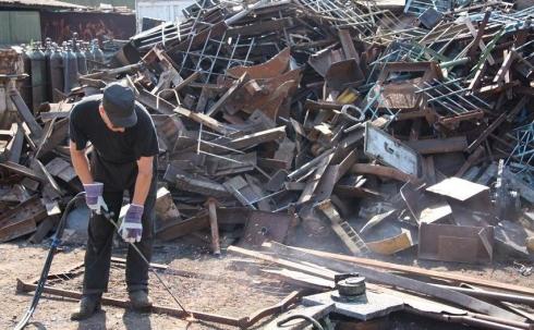 В Караганде участковые инспекторы  проверили 22 пункта приема металлолома