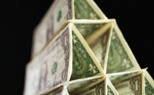 В Караганде вкладчики возможной  финансовой пирамиды лишились 70 тысяч долларов