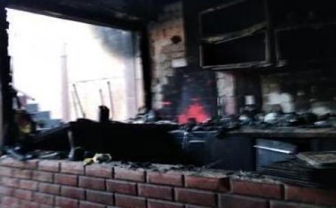 При тушении пожара в пешеходном переходе Караганды обнаружены газовые баллоны
