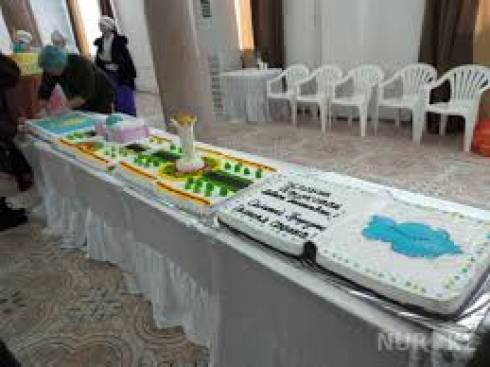 Четырехметровый торт испекли в честь праздника в Балхаше
