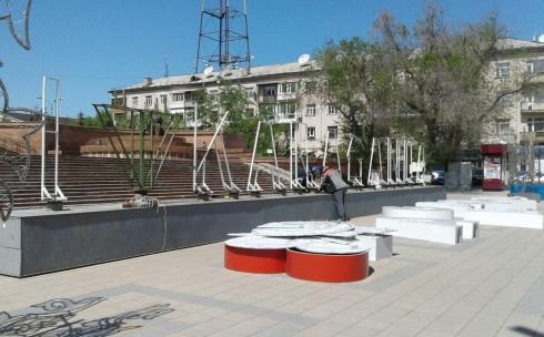 В Караганде демонтируют архитектурную конструкцию, выражающую патриотические чувства к городу