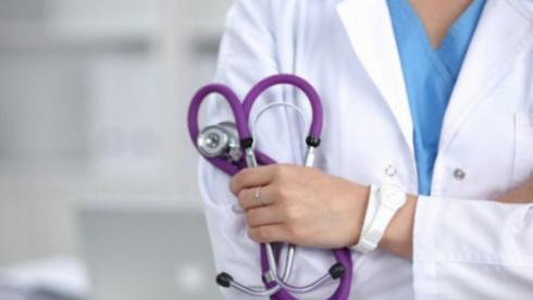 Повысить зарплаты медикам поручил Токаев