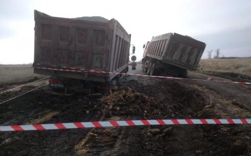 Водителей утонувших  грузовиков разыскивают полицейские