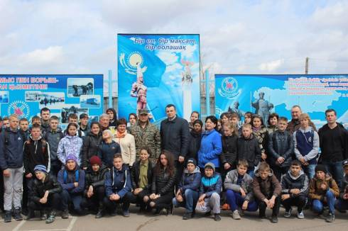 Урок мужества «Еркін елдің ұланымыз» проведен для ребят из детско-подростковых клубов Пришахтинска